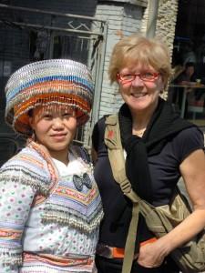 la signora di etnia Miao incontrata per strada
