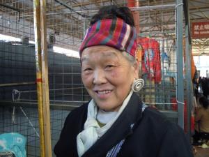 la bella signora Mei al mercato dell'artigianato cinese
